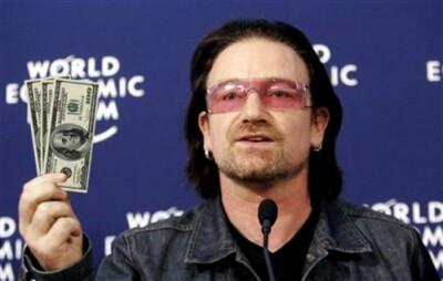 Facebook udělal z Bono Voxe nejbohatšího hudebníka